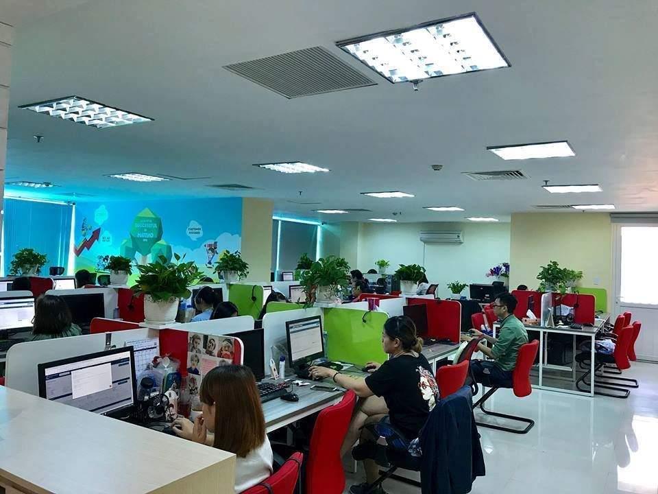 Không khí làm việc của nhân viên tại Văn phòng mới