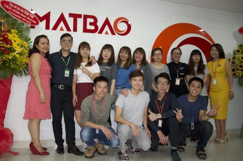 Nhân viên khối dự án cùng Ban lãnh đạo